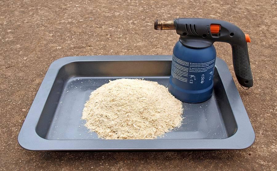 Späne und LÖtlampe zum Käse räuchern