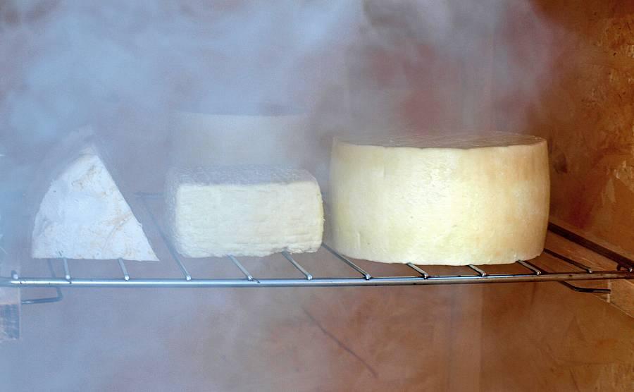 Käse räuchern.